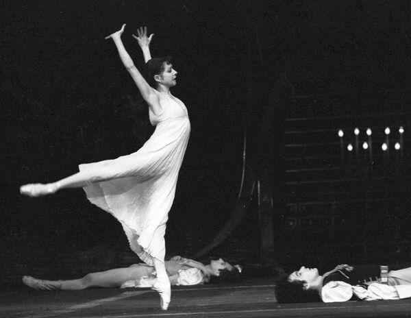 Екатерина Максимова в балете «Повесть о Ромео и Джульетте». Архив