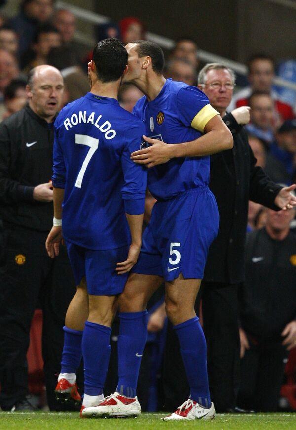 Криштиану Роналду и Рио Фердинанд (слева направо)