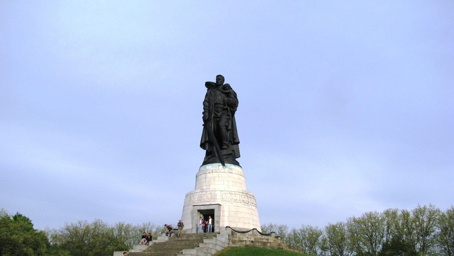 Монумент Воину-освободителю в Трептов-парке в Берлине - РИА Новости, 1920, 30.04.2021
