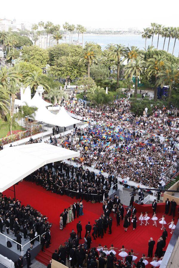 Популярнейший в мире 62-й Каннский кинофестиваль открылся в среду, 13 мая, и продлится до 24 мая
