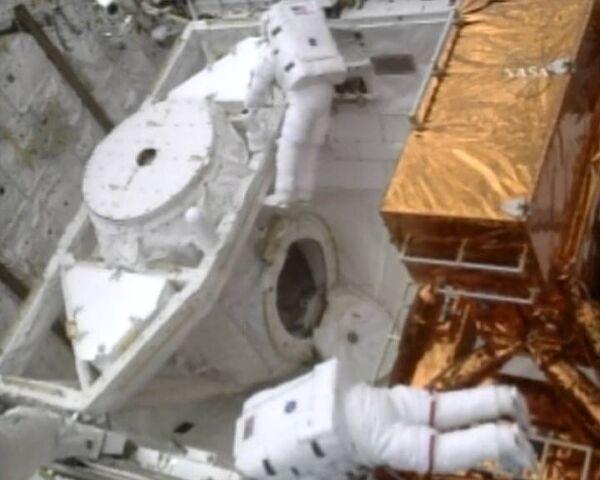 Астронавты установили на телескопе Хаббл новую камеру