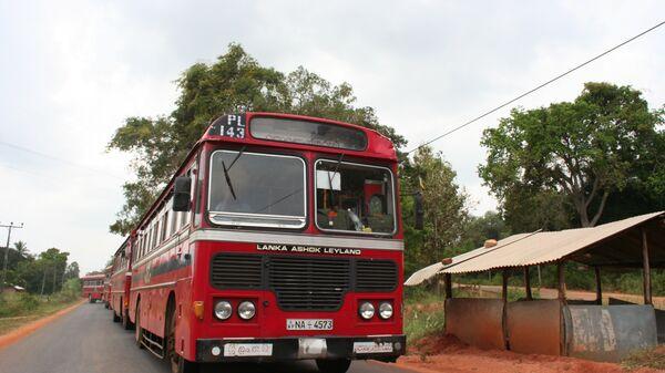 Шри-Ланка. Автобус с беженцами