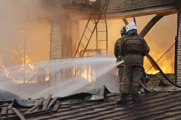 Крупный пожар в административном здании на Дубининской улице в Москве