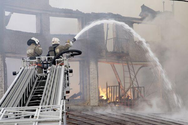На месте пожара в административном здании на Дубининской улице в центре Москвы