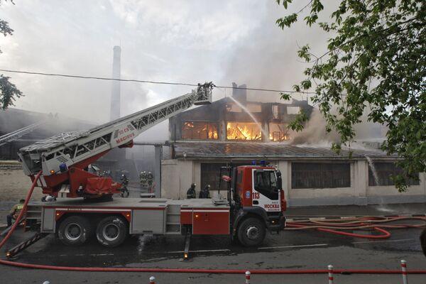 На месте пожара в административном здании в центре Москвы