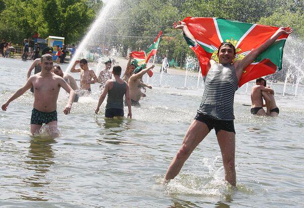 Празднование Дня пограничника в Парке культуры им. Горького