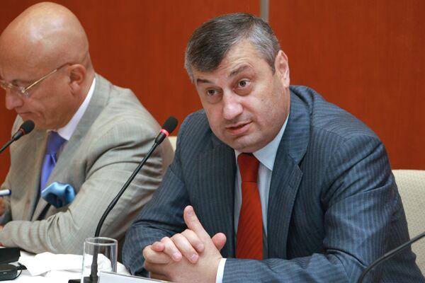 Президент Южной Осетии Эдуард Кокойты встретился с участниками дискуссионного клуба Валдай