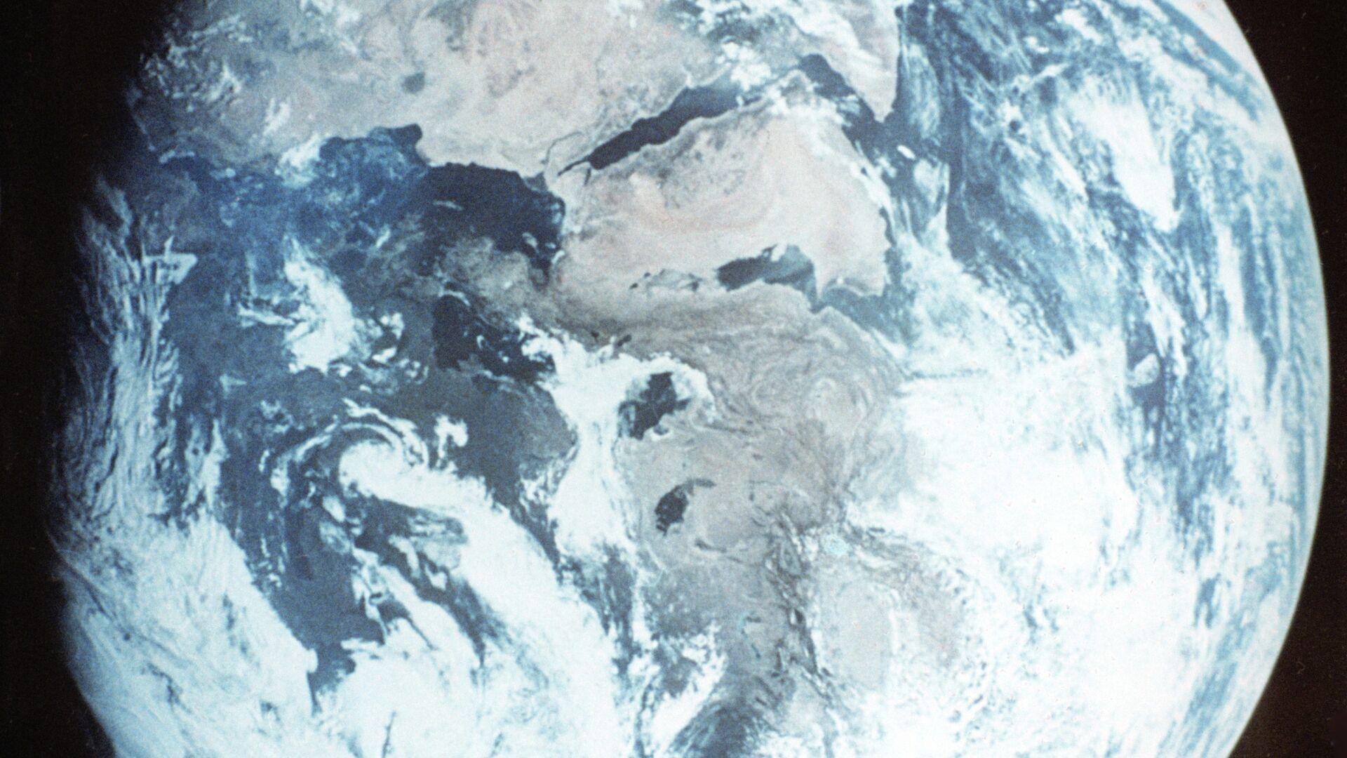 """""""Роскосмос"""" отложил на год запуск спутника наблюдения Земли"""