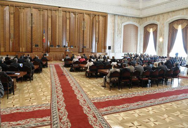 Парламент Молдавии. Архив