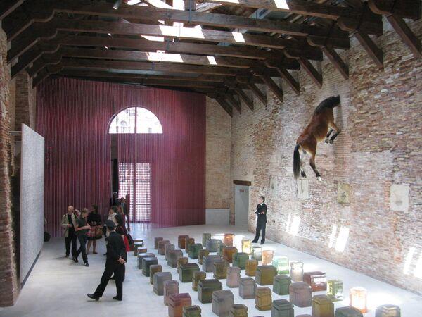 В новом выставочном помещении Франсуа Пино