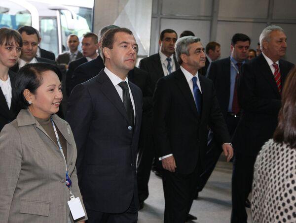 Президент России Дмитрий Медведев, президент Филиппин Глория Арройо, президент Армении Серж Саргсян, президент Абхазии Сергей Багапш
