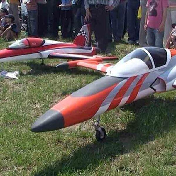 Королевские модели реактивных самолетов в небе Ростовской области
