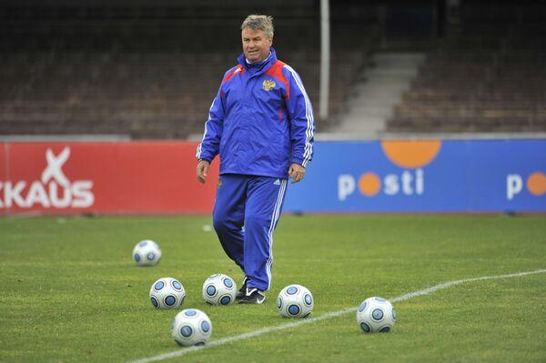 Гус Хиддинк на тренировке сборной России в Хельсинки