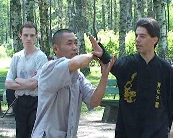 Урок традиционного кун-фу преподал шаолиньский монах русским ученикам