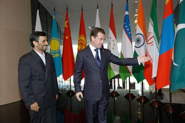 Президент России Дмитрий Медведев и президент Ирана Махмуд Ахмадинежад
