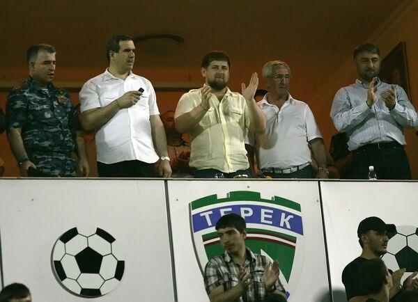 Президент Чечни Рамзан Кадыров (в центре) на трибуне стадиона