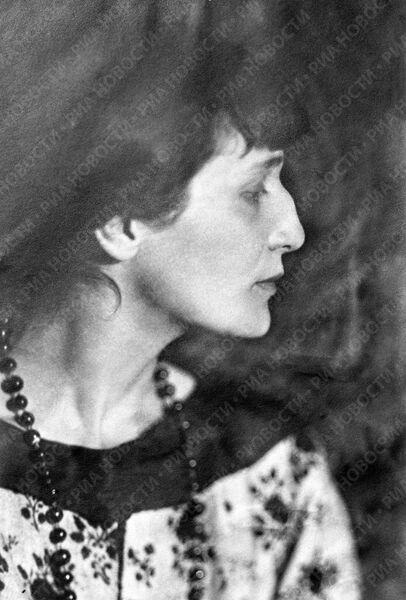 Поэтесса Ахматова