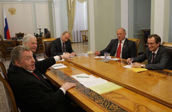 Премьер-министр России В.Путин провел встречу с лидерами думских фракций в Ново-Огарево