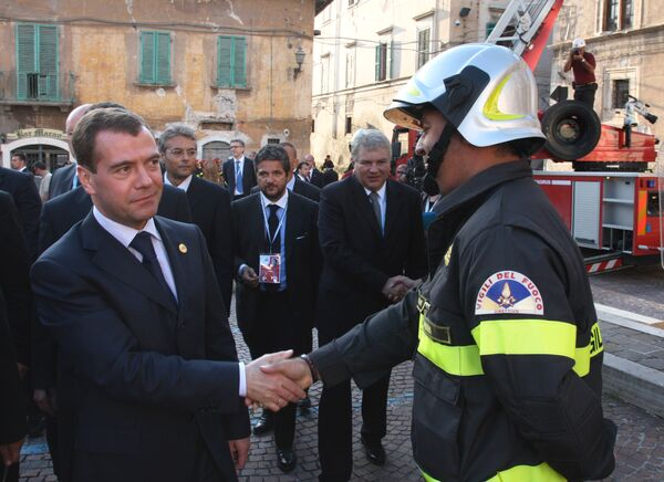 Президент РФ Д.Медведев осмотрел в Аквиле исторические здания