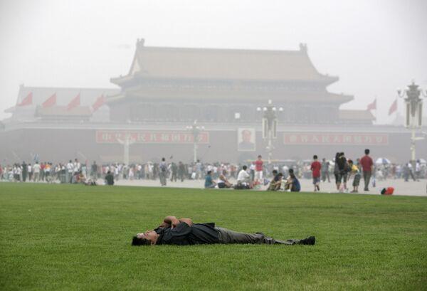 Солнечное затмение скрывается от большинства жителей КНР за облаками