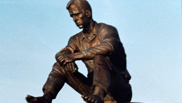 Памятник Шукшину в селе Сростки