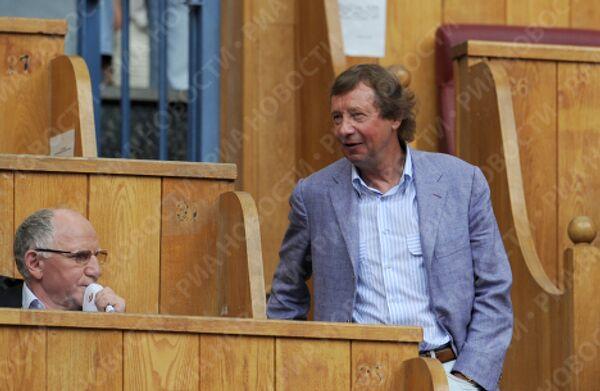 Актер Валерий Баринов и главный тренер Локомотива Юрий Семин (слева направо)