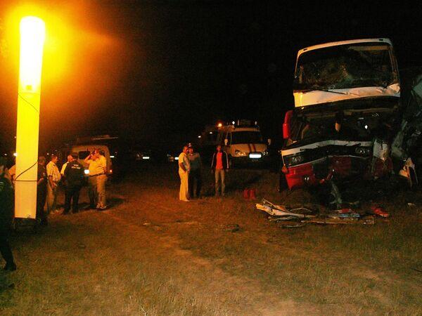 Лобовое столкновение автобуса и грузовика на Кубани