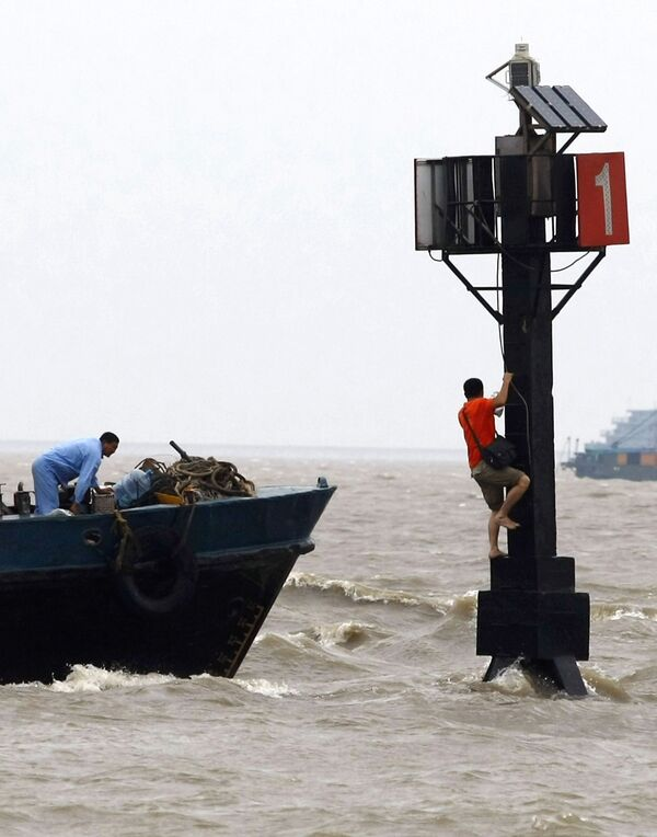 Количество жертв тайфуна Моракот в Китае достигло шести