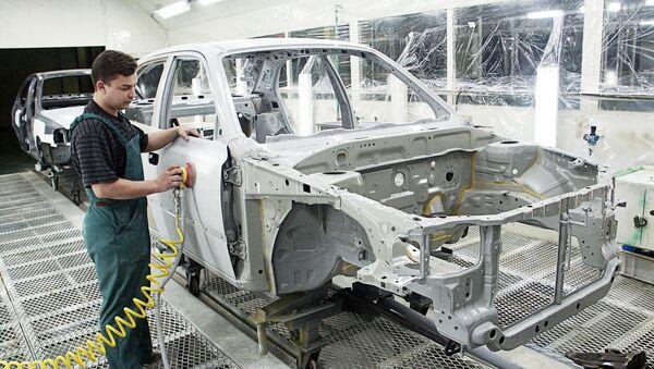 Сборка легковых машин Орион-М на Таганрогском автомобильном заводе. Архив