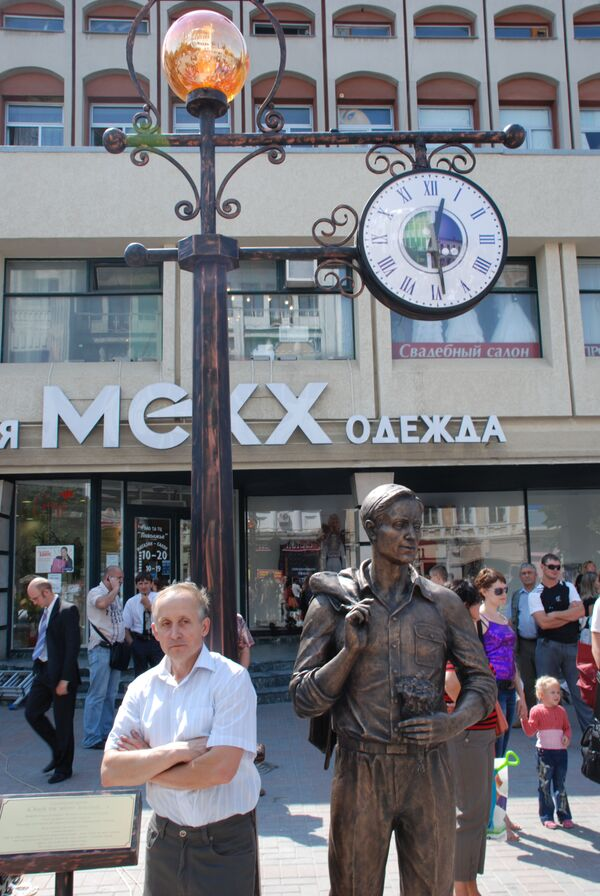 Памятник холостому парню в Саратове