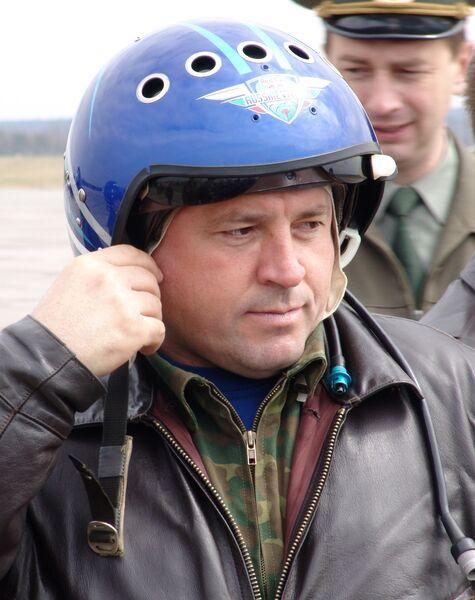 Командир эскадрильи Русские Витязи полковник Игорь Ткаченко во время тренировочных полётов на аэродроме в Кубинке