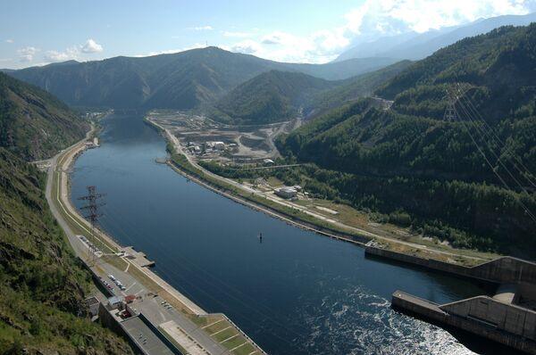 Масляное пятно в пять километров пошло по Енисею из-за аварии на ГЭС