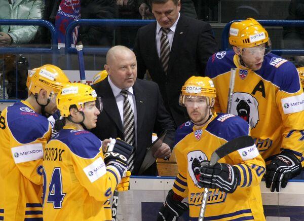 Федор Канарейкин (в центре) и хоккеисты Атланта