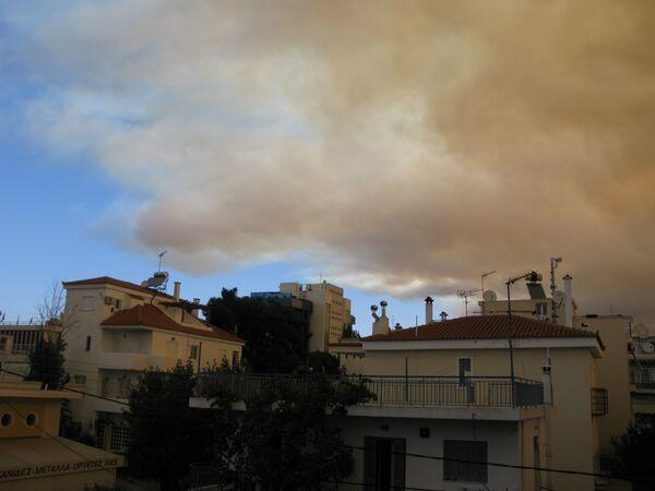 Мощный лесной пожар распространяется к востоку от Афин