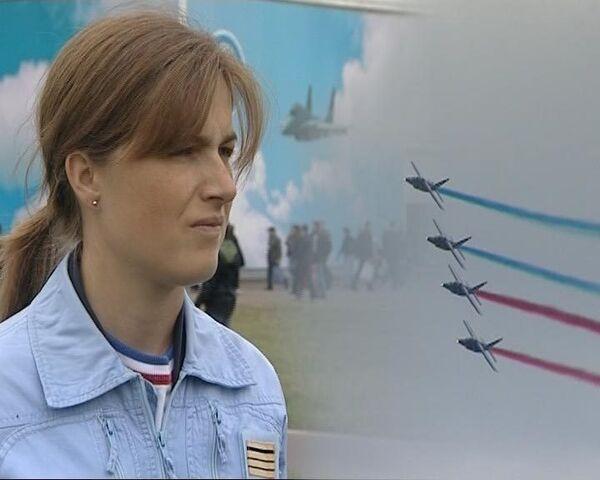 Француженка на реактивном самолете подчинила себе небо над Жуковским