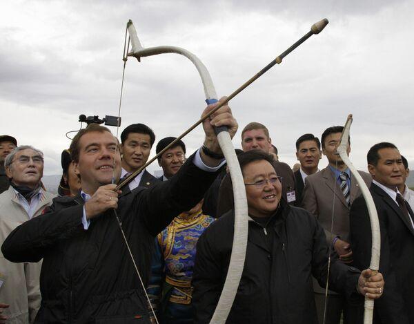 Президент РФ Дмитрий Медведев принял участие в праздновании народного монгольского праздника Надам