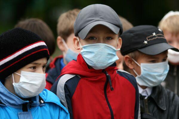 Школьники во время учебной пожарной тревоги