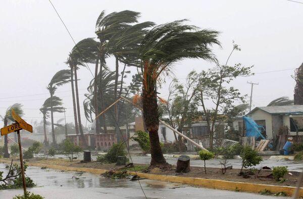 Ураган Химена у побережья Мексики