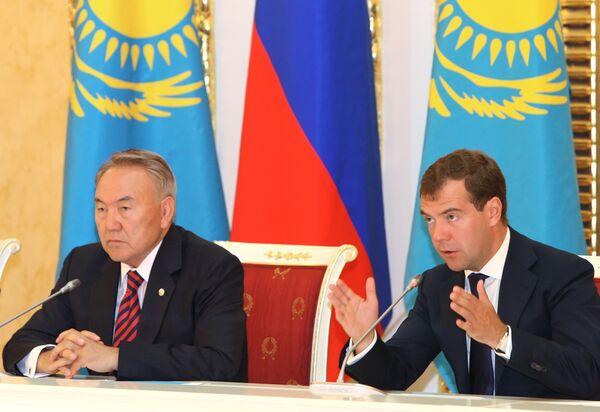 Президенты России и Казахстана Д.Медведев и Н.Назарбаев