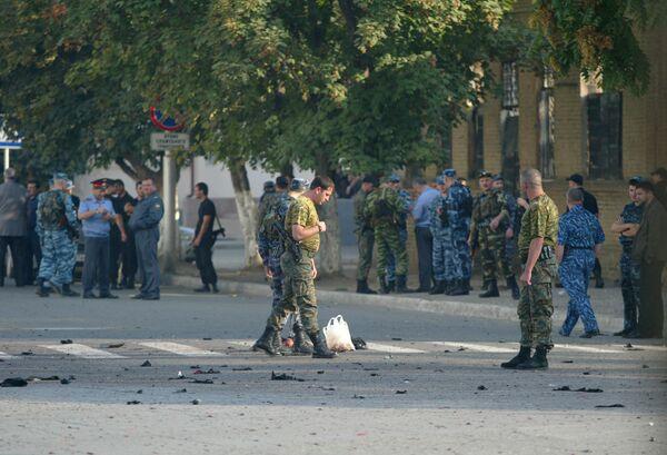 В центре Грозного в 7ч.50 мин на пересечении улиц Стаханова и Кабардинской подорвался смертник