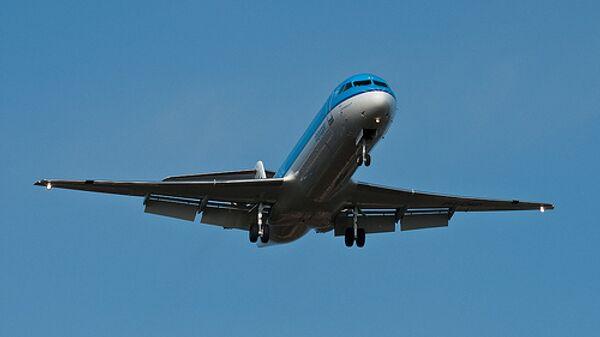 Самолет Fokker 100