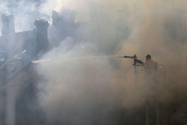 Два человека пострадали при пожаре в строительных вагончиках в Москве