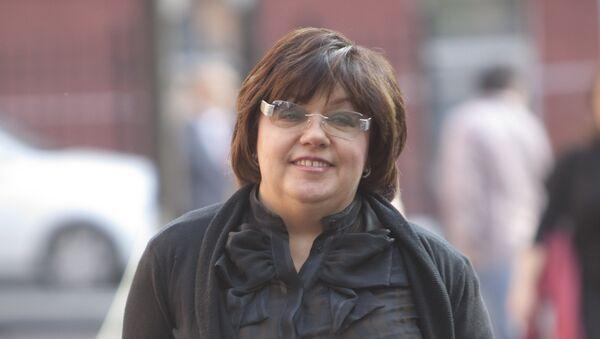 Адвокат Кристины Орбакайте Татьяна Акимцева у здания Тверского суда