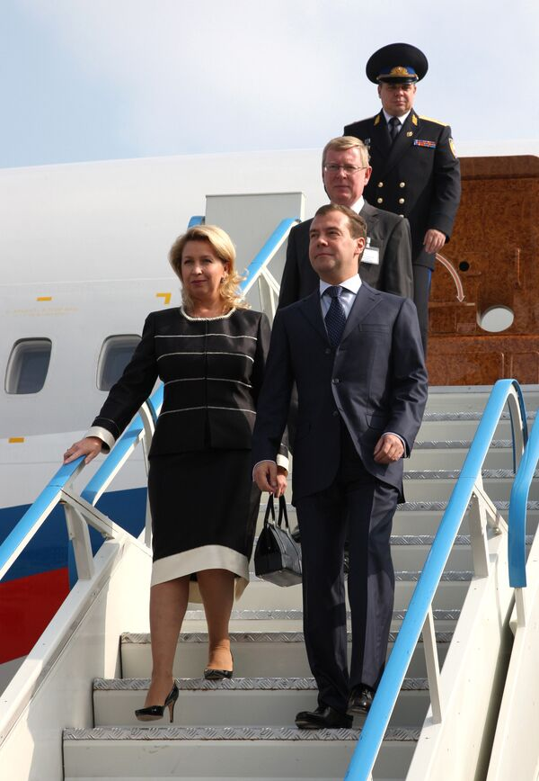 Медведев вернулся в Москву после визитов в Швейцарию и США