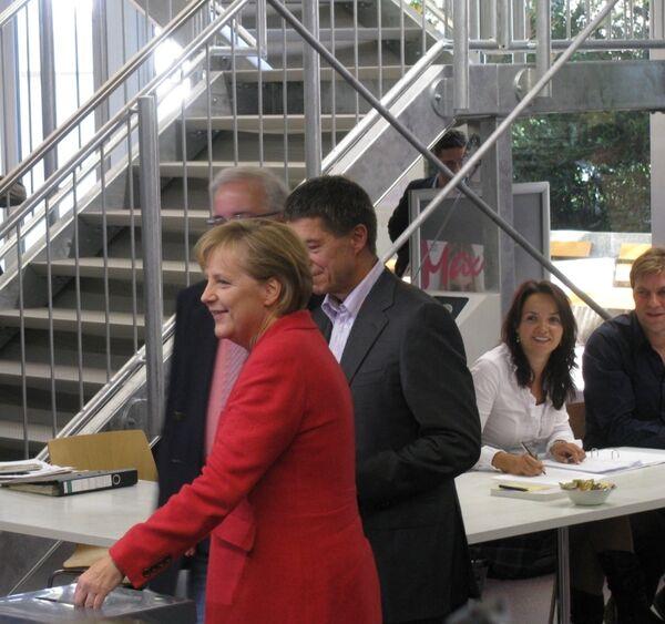 Канцлер Германии Ангела Меркель проголосовала на выборах в бундестаг