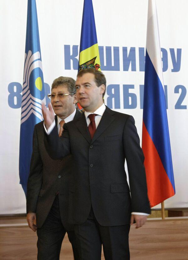 Президент РФ Дмитрий Медведев и исполняющий обязанности президента Молдавии, председатель парламента Михай Гимпу