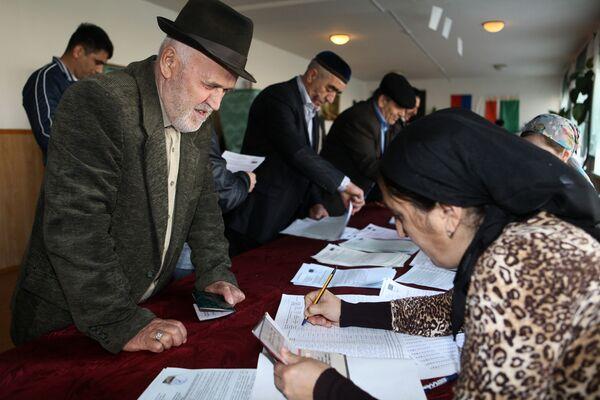 На избирательном участке № 14 в селе Центарой