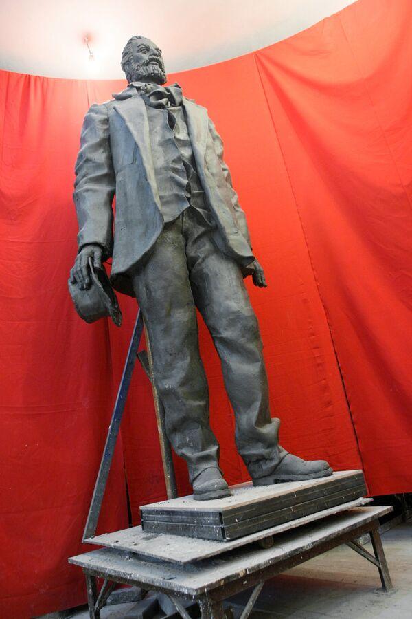 На открытии памятника великому американскому поэту Уолту Уитмену