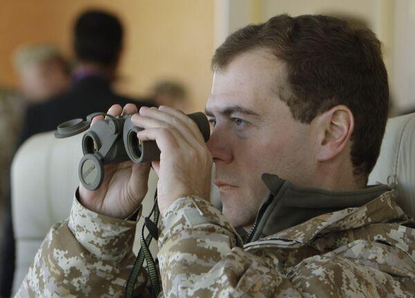 Президент Д.Медведев наблюдает за учениями ОДКБ Взаимодействие- 2009 в Казахстане. Архив