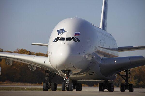 Презентация пассажирского лайнера Airbus A380 в аэропорту Домодедово